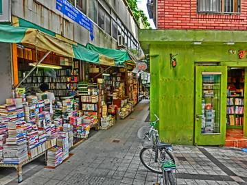 釜山にて古書店街の一角
