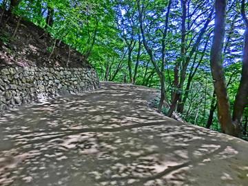 慶州にて石窟庵への道