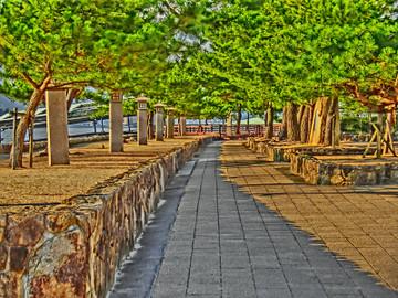 宮島にてフェリー乗り場への小路
