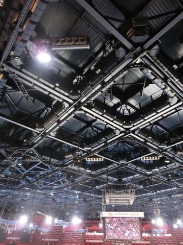 ベルシー体育館の天井スピーカ