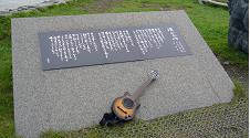 襟裳岬とミニギター