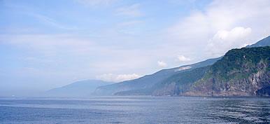 知床岬を望む