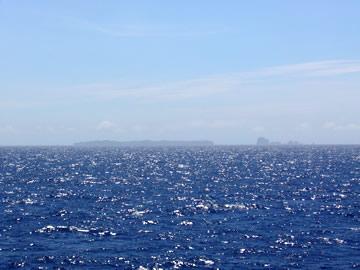9:30前後。遠くにケータ列島が見えてきた。俄然元気が出る。