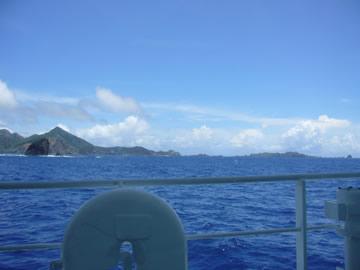 12:30父島を後に一路母島へ!まさに遊覧船気分。