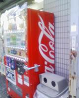 コカコーラのロゴ断裁系自販機@堀切菖蒲園